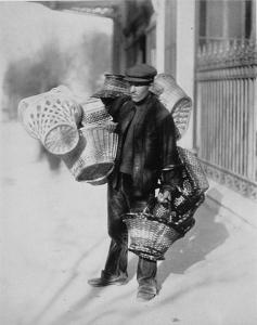 basket-seller_eugene-atget_18991
